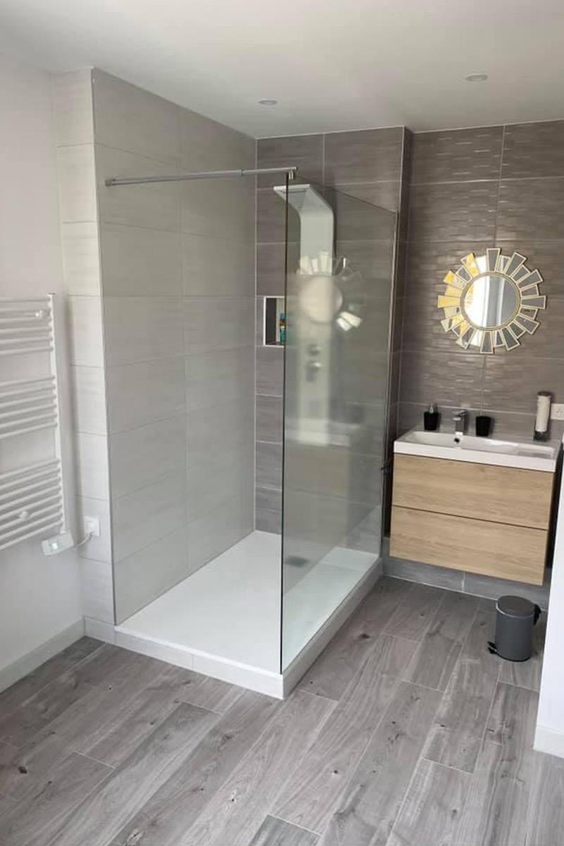 salel de douche moderne taupe & blanc