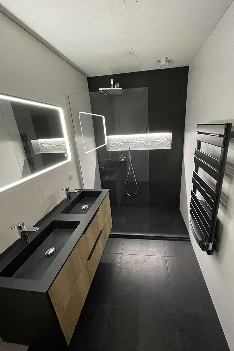 Salle de douche design noire
