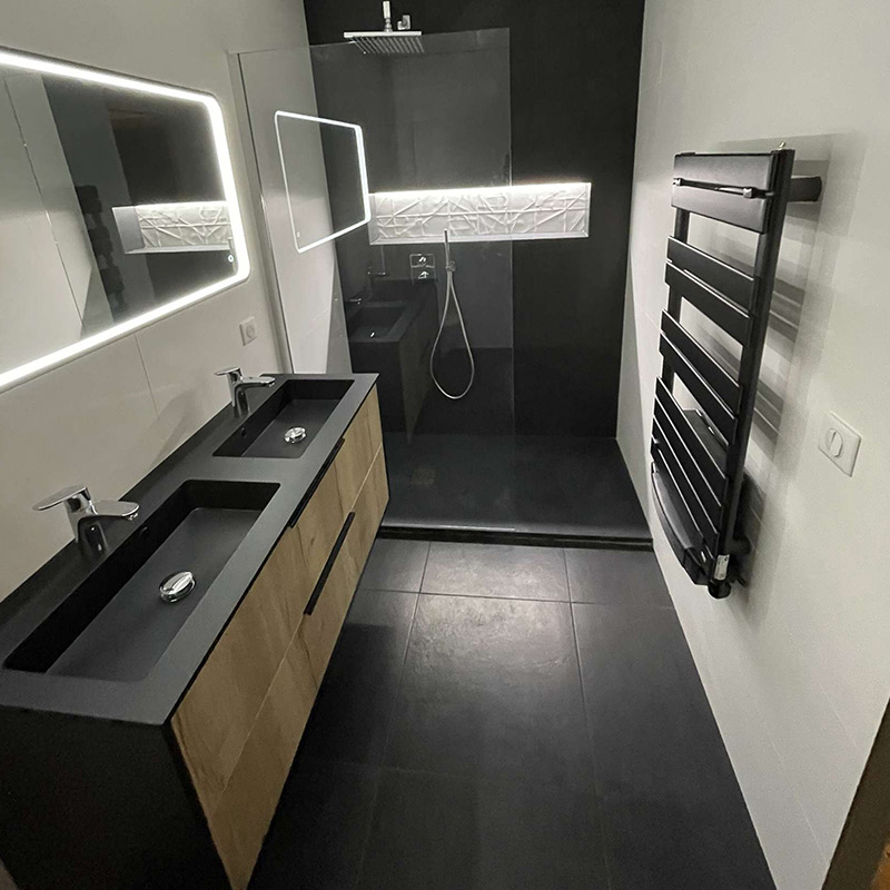 salle de douche design noir et blanc